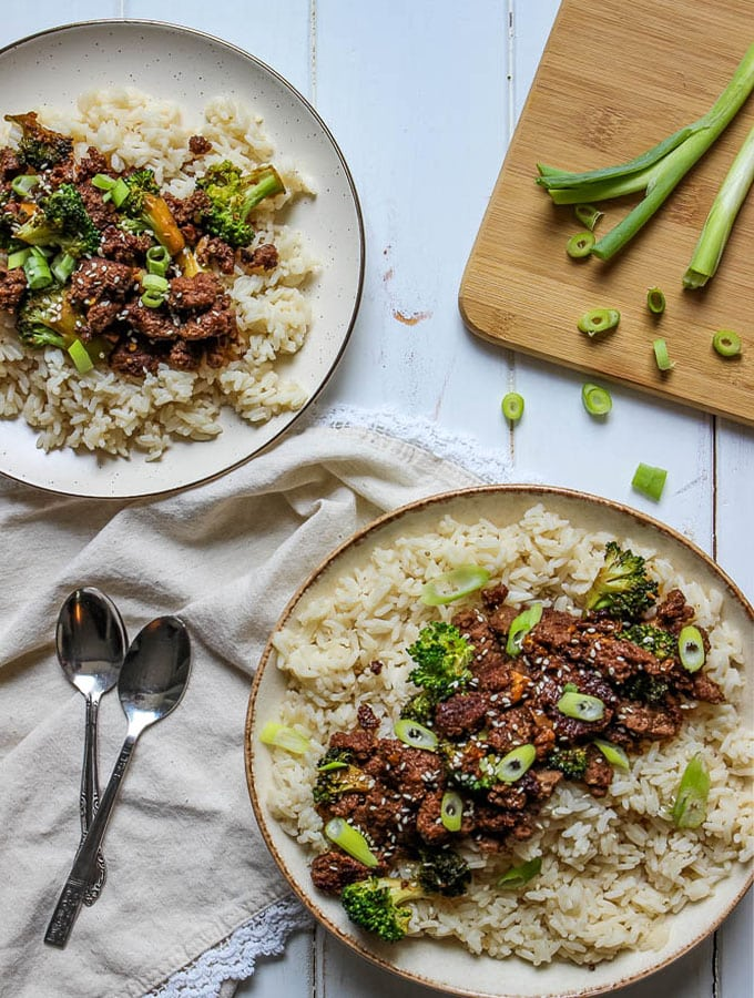 Easy Korean Beef and Broccoli is a simple 30 minute meal that consists of rice ground beef, sweetened soy sauce, and broccoli florets.