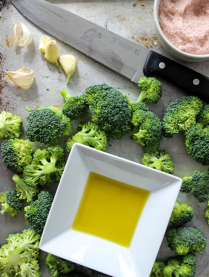 Roasted broccoli ingredients include olive oil, garlic, salt, and broccoli.